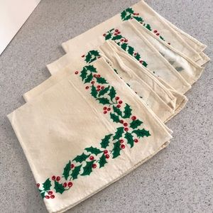 Vintage set of 4 white muslin Christmas napkins